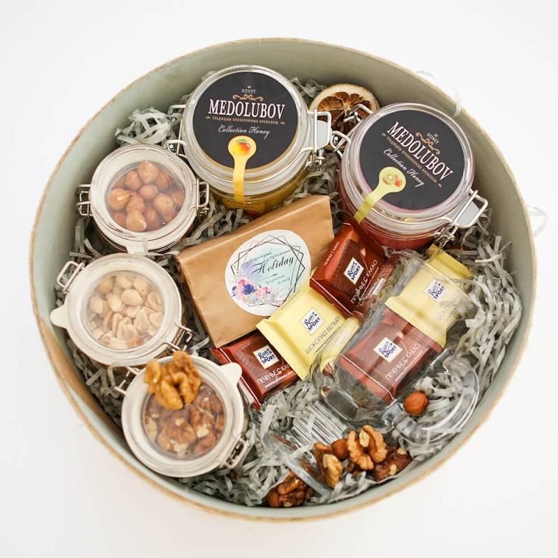 Подарочный набор с медом и орехами