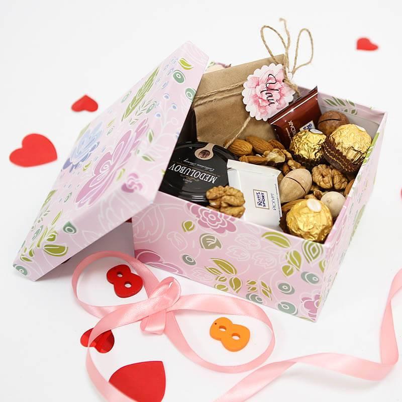 Подарочный набор с медом, орехами и чаем