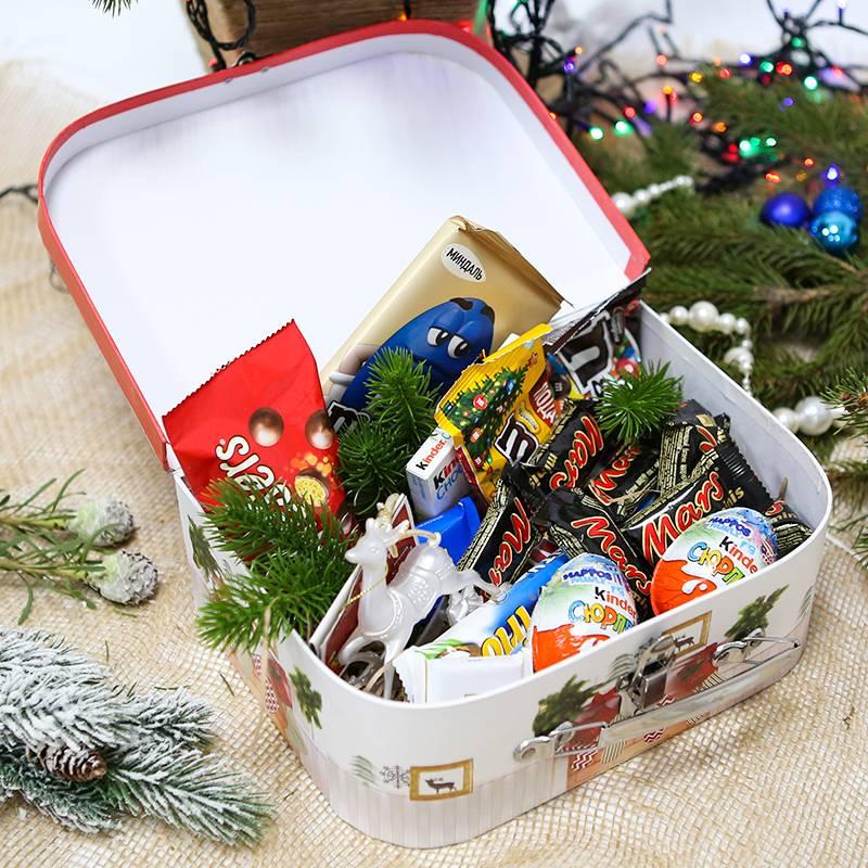 Подарочный набор со сладостями к Новому году