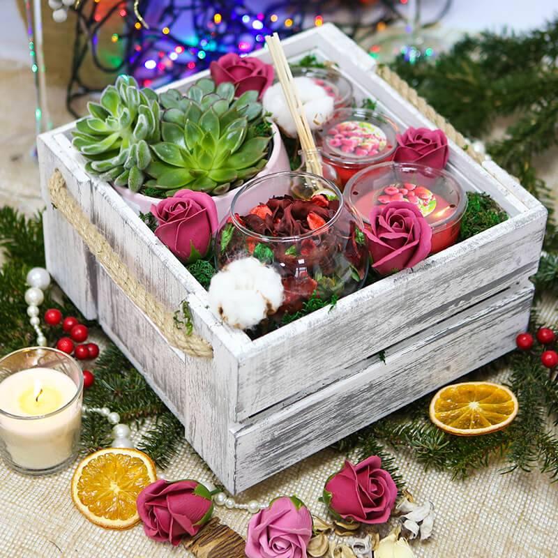Подарочный набор со свечами и суккулентами