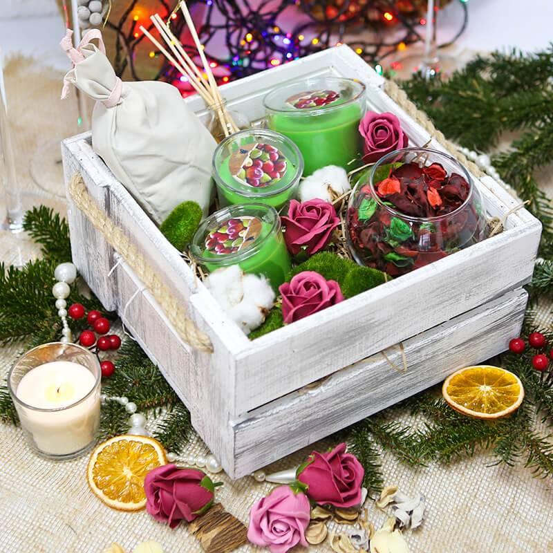 Подарочный набор со свечами и ароматизированным наполнителем