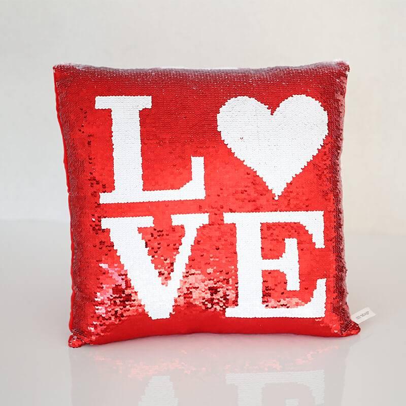 Подушка LOVE с пайетками.