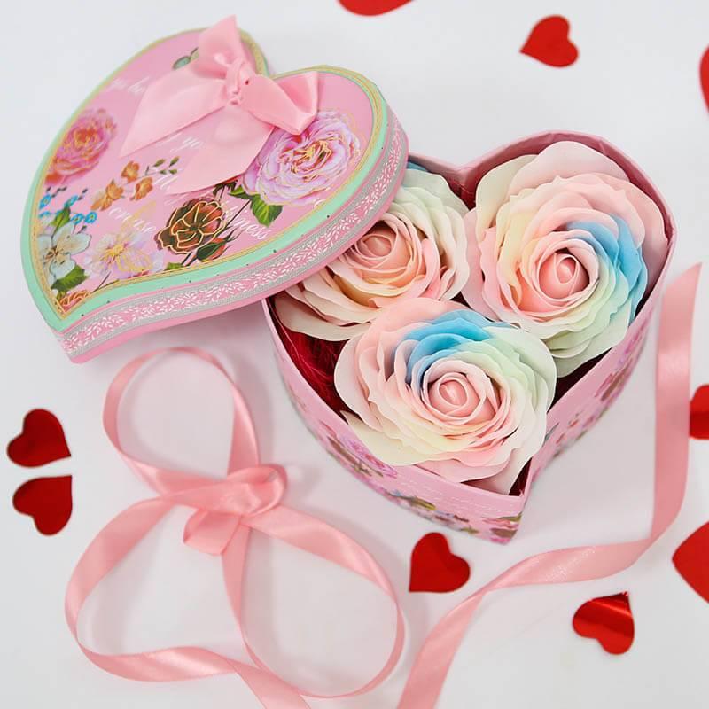 Сердце с радужными мыльными розами