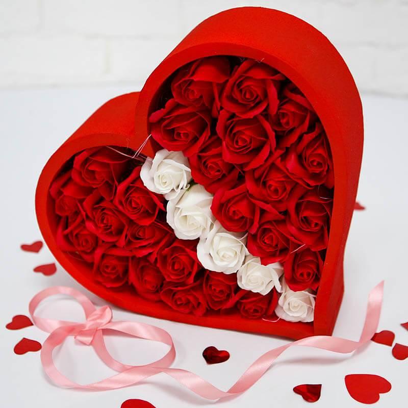 Красное сердце с розами из мыла