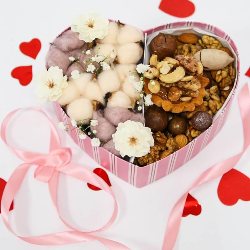 Подарочный набор с хлопком и орехами