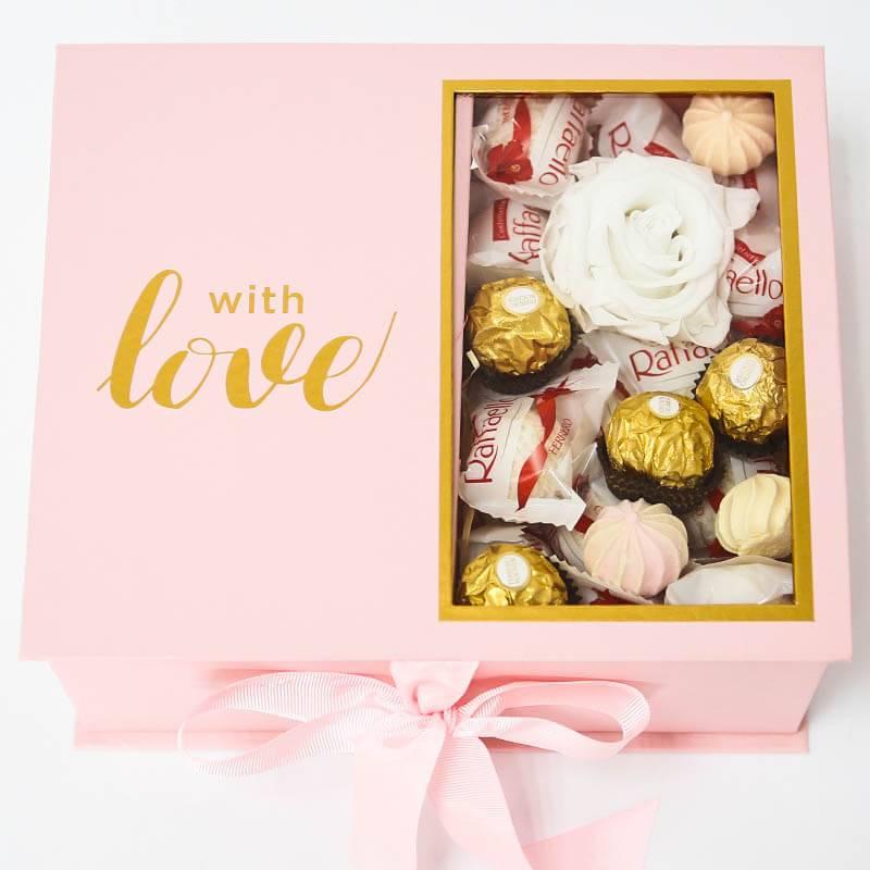 Подарочная коробка с медом и конфетами