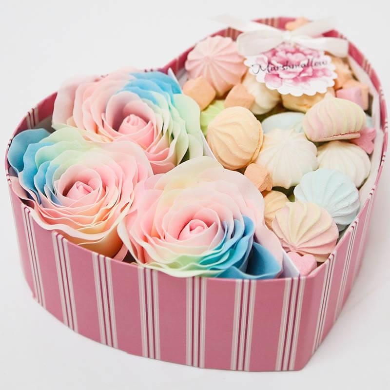 Коробочка сердечко с мыльными розами и безе