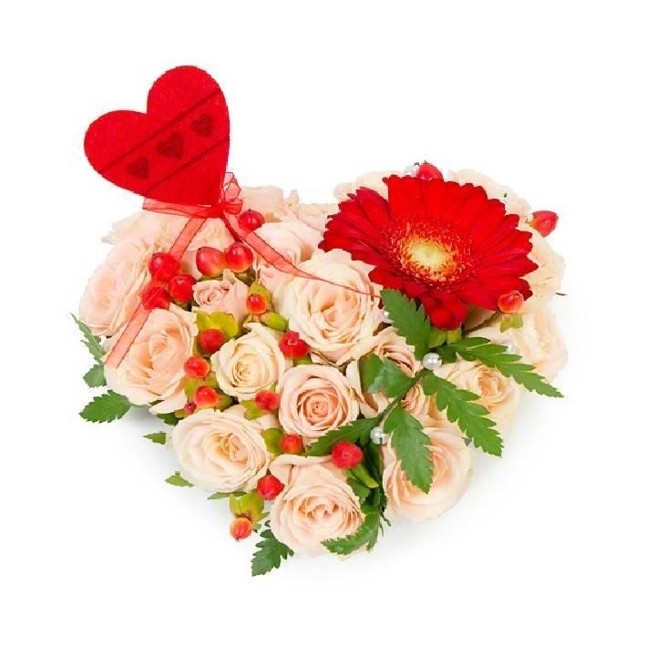 """Сердце из цветов """"Здесь живёт любовь"""""""