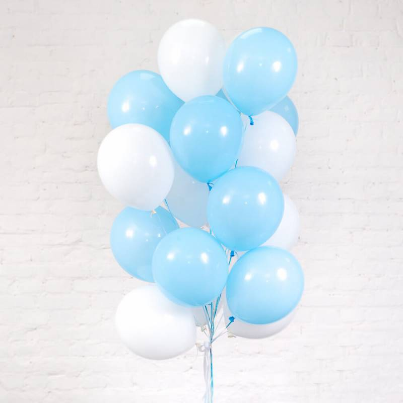 Связка из 15 гелиевых шариков под потолок на выписку для мальчика