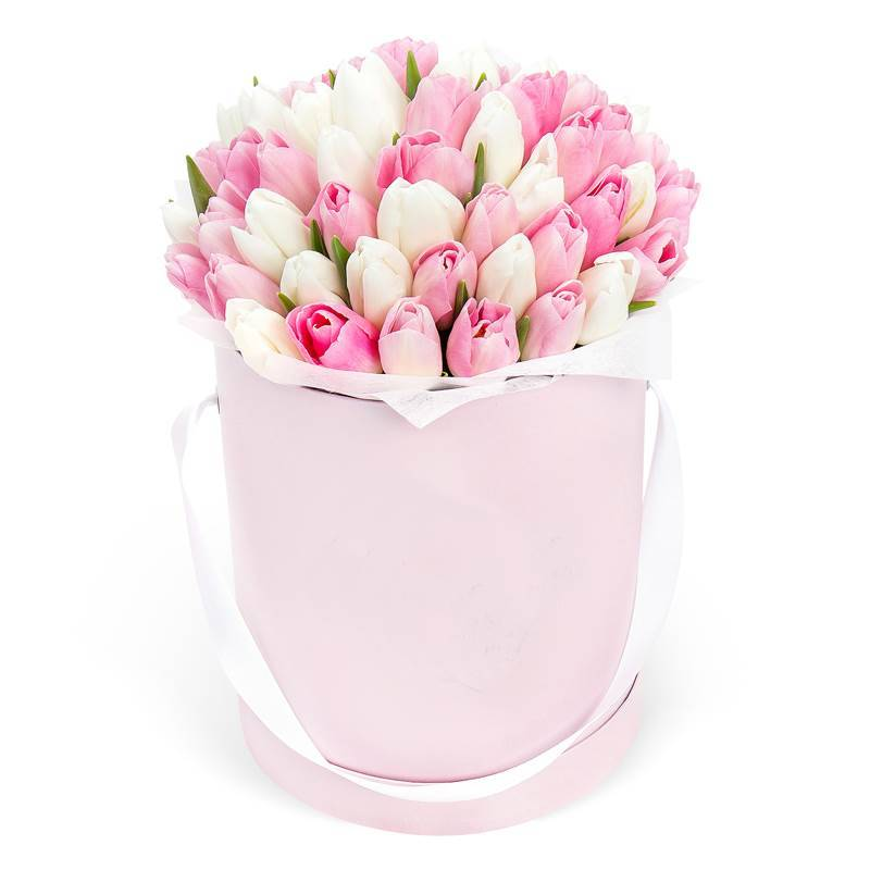 Букет в шляпной коробке с тюльпанами «Цветы весны»